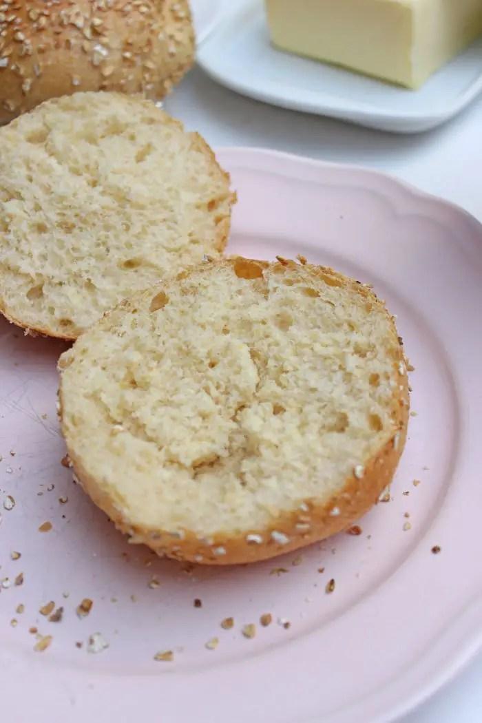 Dinkel-Körner-Haferflocken Brötchen mit LieBee-Honig