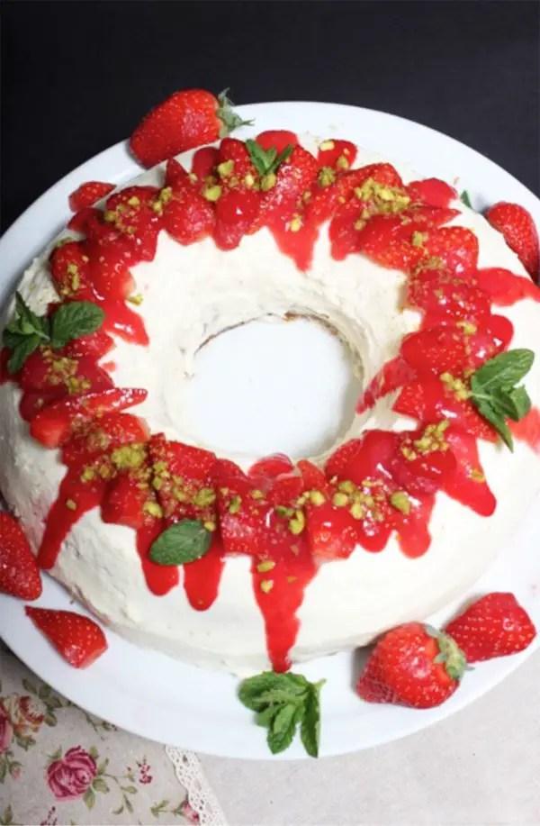 Erdbeer-Pistazien-Kranz mit Ricotta Rezept
