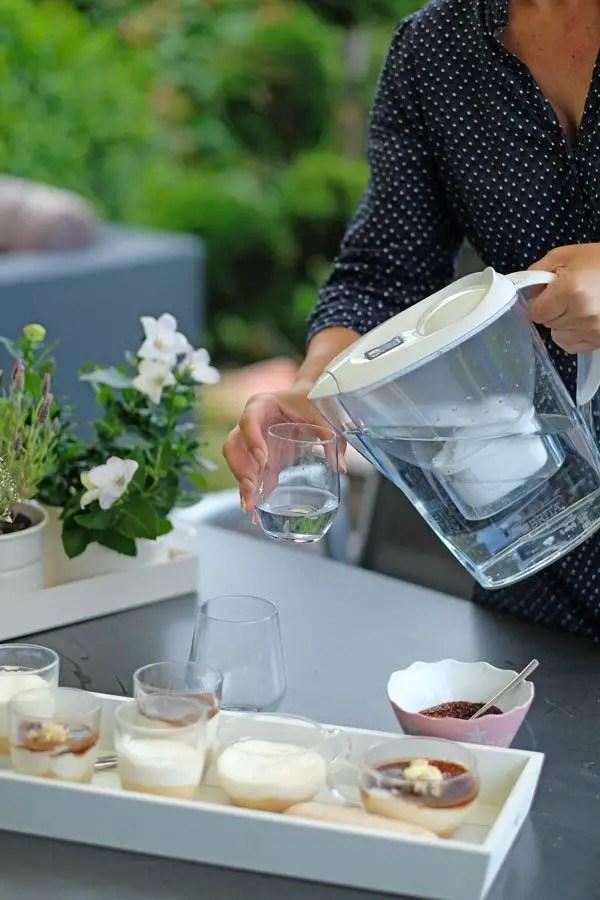 Cheesecake aus dem Glas mit Espressosoße & Espresso zubereiten mit BRITA Tischwasserfilter + Gewinnspiel