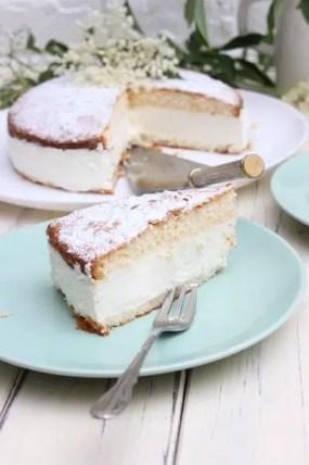 Holunder-Sahne-Torte