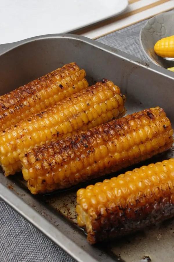 Jamaika-Hähnchen, Reis und Bohnen, erfrischender Hack-Salat mit gegrillter Mais alla Jamie Oliver 30 Minuten Menü