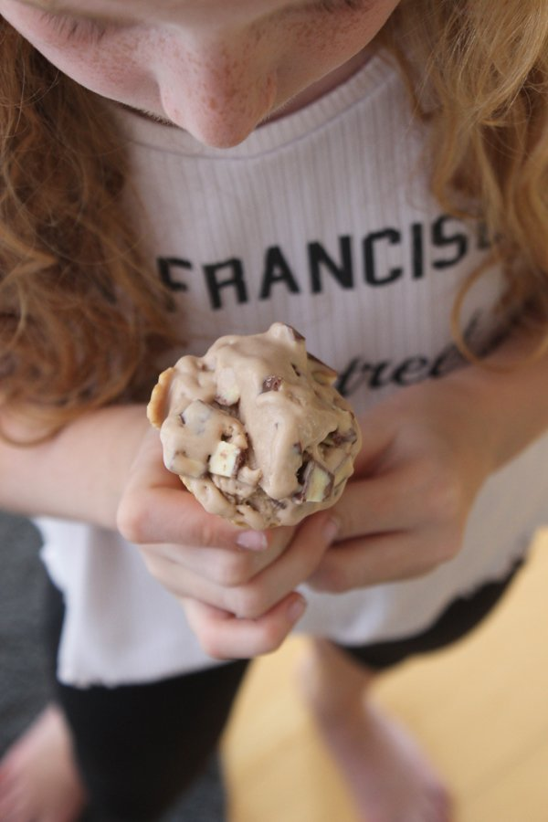 Kinderschokolade-Eis Rezept - Selbst gemacht in der Eismaschine