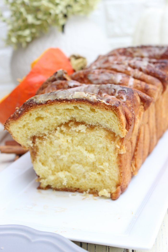 Pumpkin Pull-Apart Bread mit Zimt und Zucker
