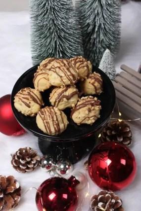 In der Weihnachtsbäckerei – Rezept für Knusperkugeln mit Überraschung