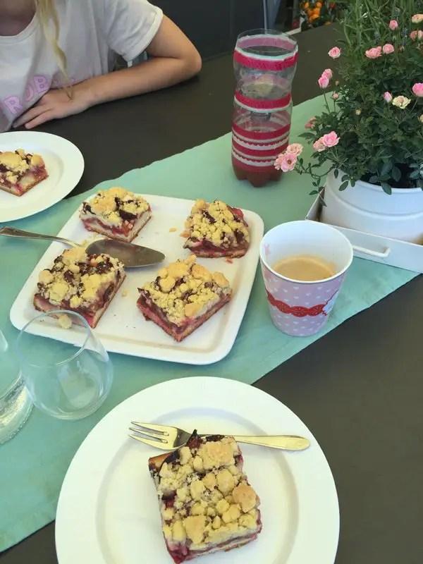 Zwetschgenkuchen mit Hefeteig und Streuseln