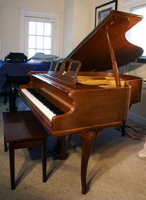 Chickering Baby Grand Piano - Sonny\'s PianoTV