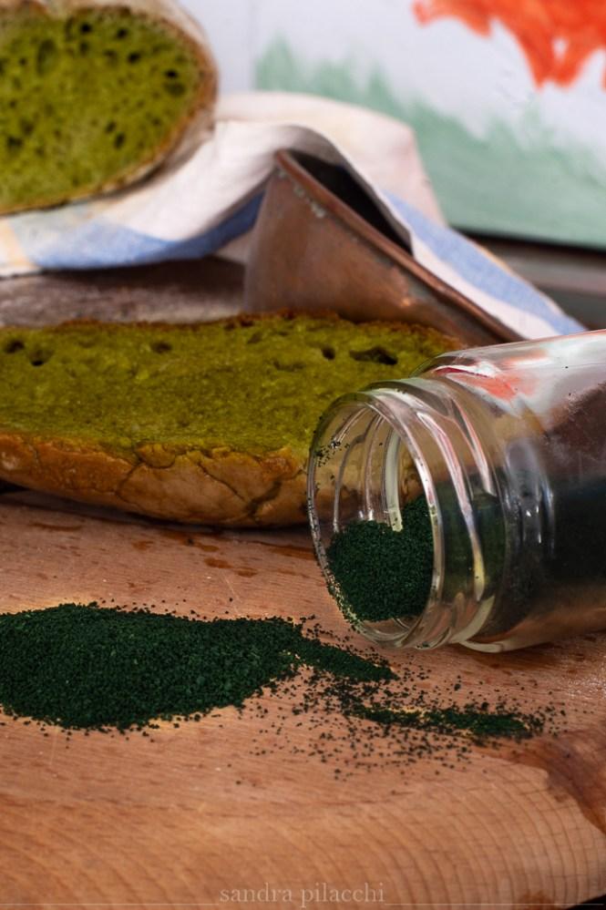 Pane verde alla spirulina