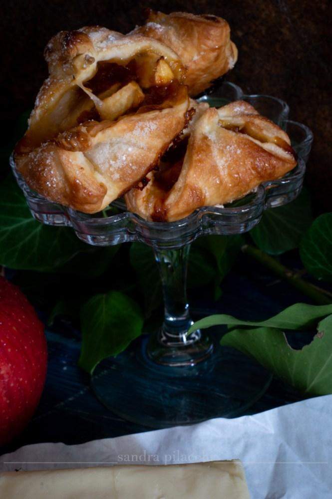 Saccottini di pasta sfoglia, marmellata  e mele