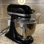 Kitchenaid Artisan standmixer on a granite counter (with title overlay)
