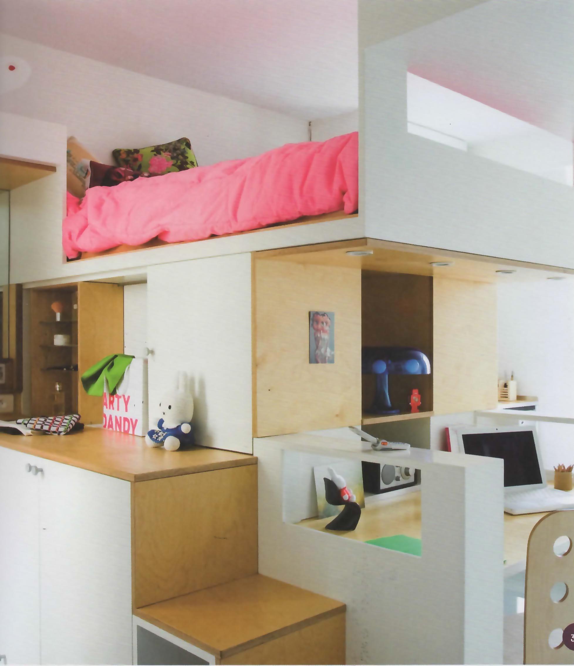 le lit mezzanine en bois a le vent en