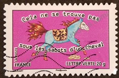 """Sello 2013 Francia Proverbio. En este caso al dicho """"no está bajo los cascos de un caballo""""."""