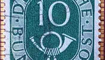 Cuerno postal y Cifra 10 - Sello de Alemania año 1951