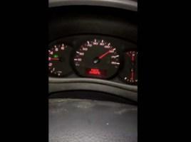 Ele tem a triste ideia de reduzir de 5ª para 2ª velocidade a 150 Km/h