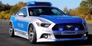 Polícia alemã apresenta a sua nova máquina. Ford Mustang V8 GT alterado...