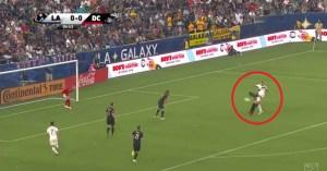 Ibrahimovic anda a ensinar nos EUA como se marcam golaços!