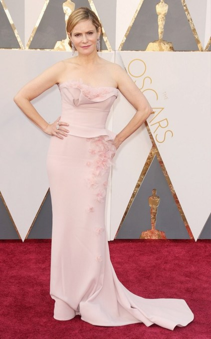 the-oscars-red-carpet-looks-everyone-is-talking-about-1677199-1456705901.640x0c