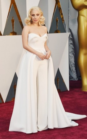 the-oscars-red-carpet-looks-everyone-is-talking-about-1677250-1456708424.640x0c