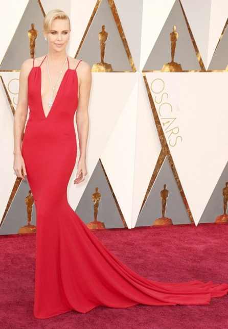 the-oscars-red-carpet-looks-everyone-is-talking-about-1677298-1456710229.640x0c