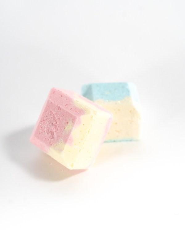 Surprise toy bath gems
