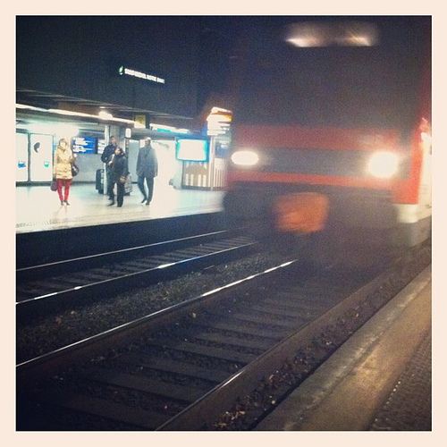 Train qui arrive à quai