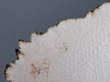 Détail, coupe porcelaine, emails blanc et 'tenmoku', 37 cm x 28 cm