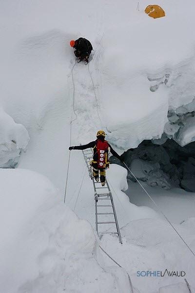 échelle pour accéder au Camp 1 (photo © Csaba Varga)