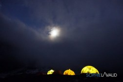 le camp de base de nuit