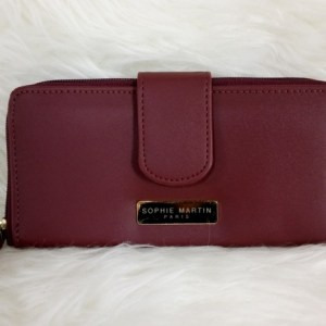 dompet warna merah marun