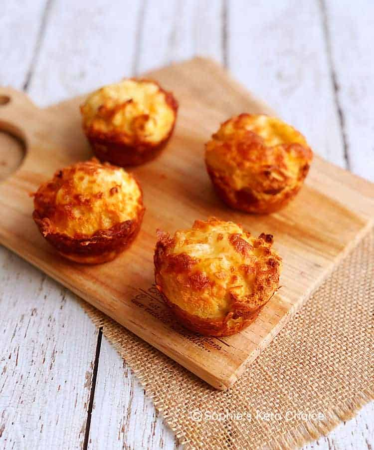 生酮乳酪比司吉 Keto Cheesy Biscuits- 外脆內軟。只需7樣材料!