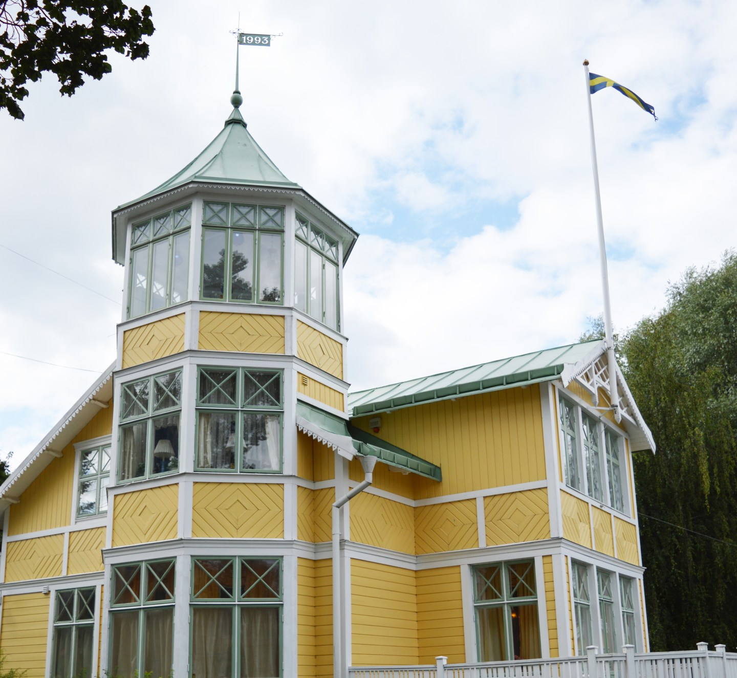 house_vaxholm_yellow_sweden