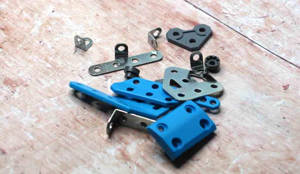 Meccano Rally Racer pieces