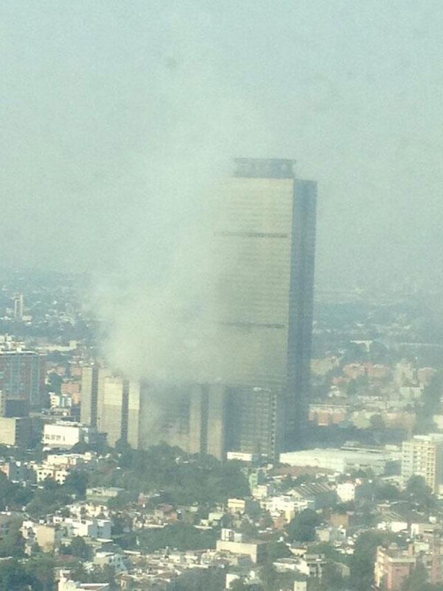 Incendio-en-Torre-de-Pemex
