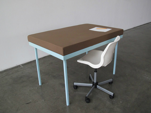 daydreamer-desk-1