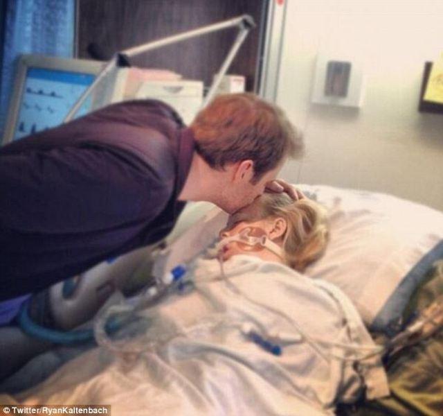 Besando a mi esposa después de que abriera los ojos luego de su doble trasplante de pulmones y corazón