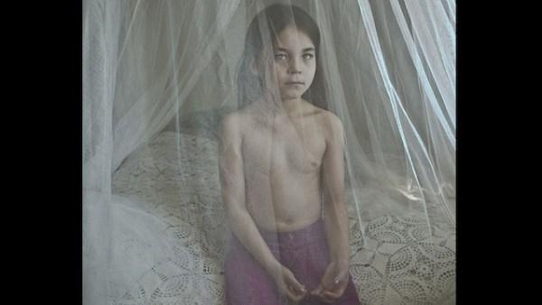 Ida, de 7 años, se mudó con su madre desde Groenlandia a Dinamarca en busca de una vida mejor, pero en sus nuevos países los groenlandeses son vistos como ciudadanos de segunda clase. La foto es de Cecile Baudier