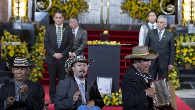 al-ritmo-de-vallenato-un-grupo-de-msicos-de-colombia-rinden-tributo-a-garca-mrquez-en-bellas-artes