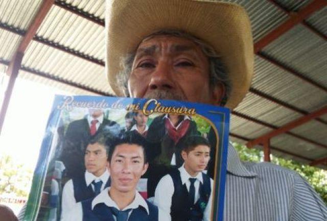 familiares ayotzinapa1