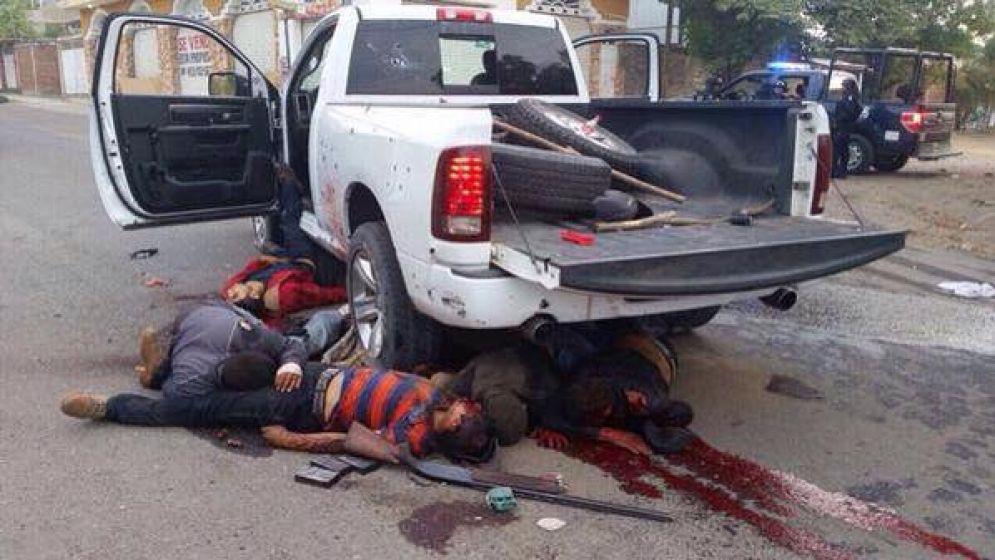 enfrentamientos-apatzingan-5-cuerpos-ensangrentados_995x560