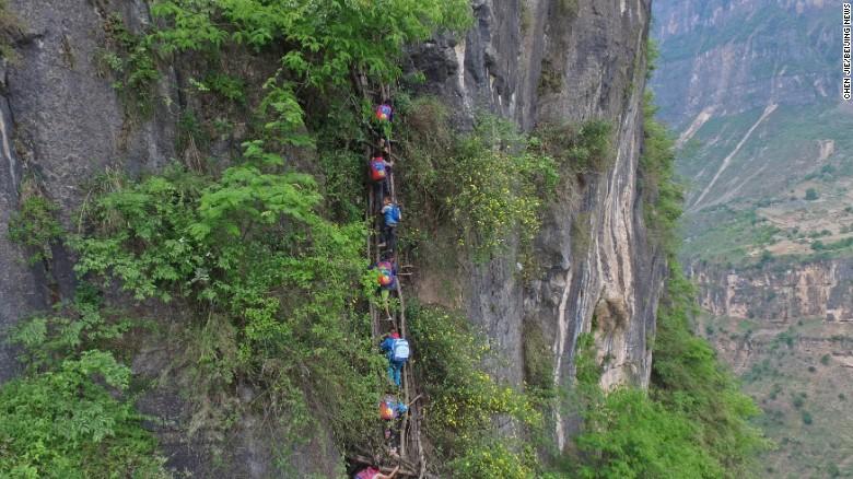 niños china acantilado