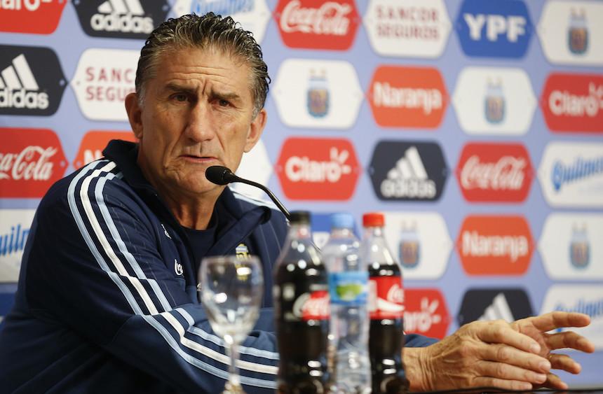 Edgardo Bauza no está contento con la forma en que tratan a Messi