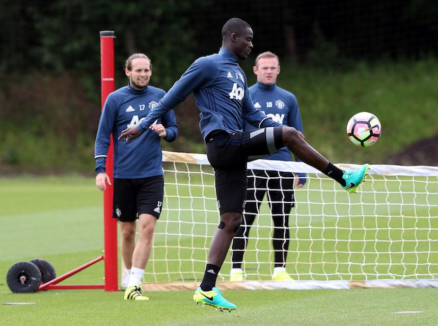 Eric Bailly entrenando con el Manchester United