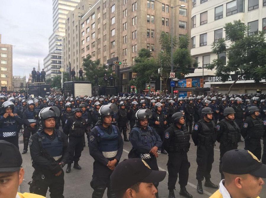 policia-cdmx-bellas-artes-manifestacion-renunciaya