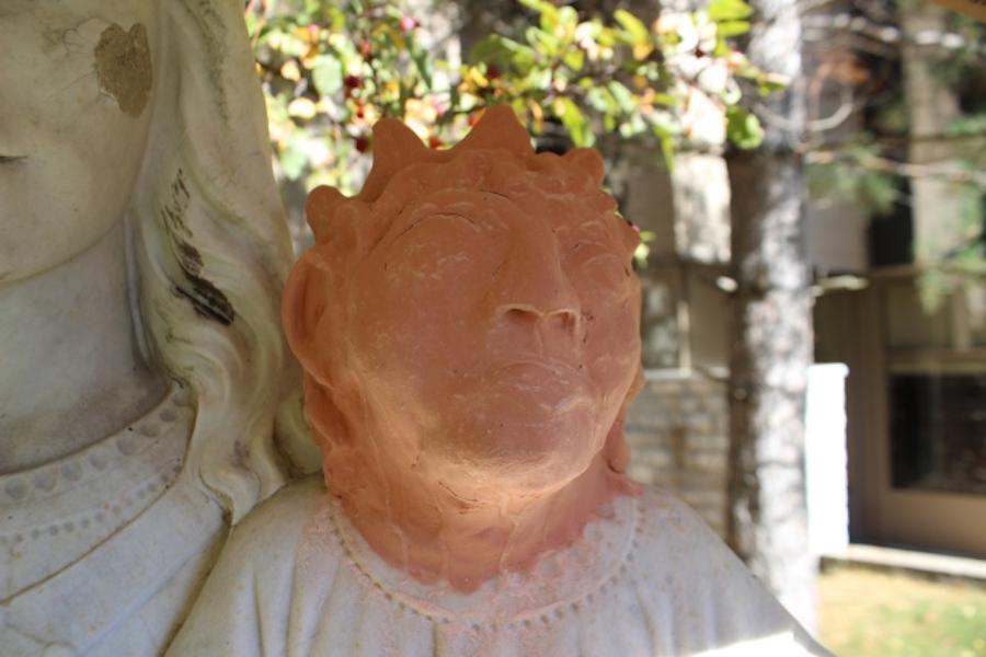 La horrible estatua de bebé Jesús