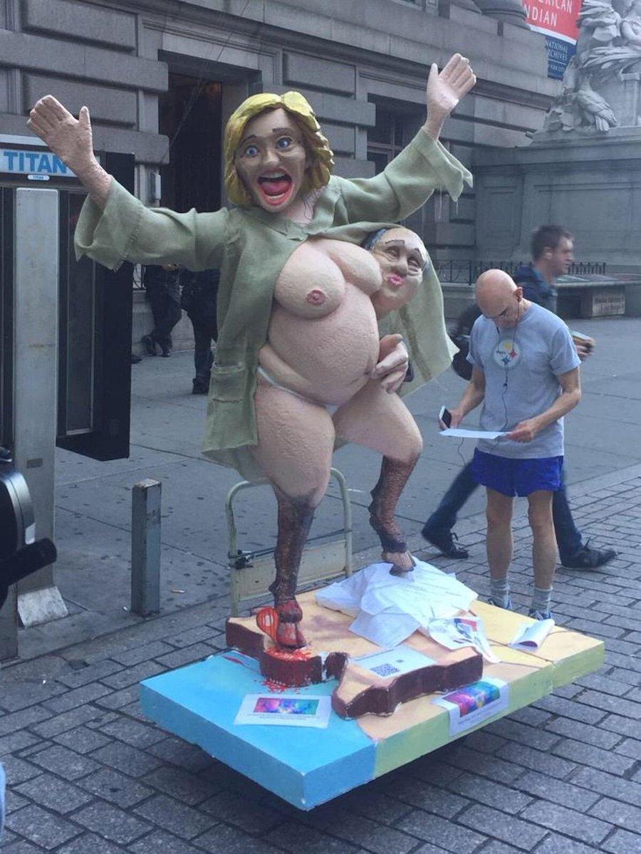 Una escultura de la candidata presidencial del Partido Demócrata, Hillary Clinton, apareció en Nueva York y causó alboroto