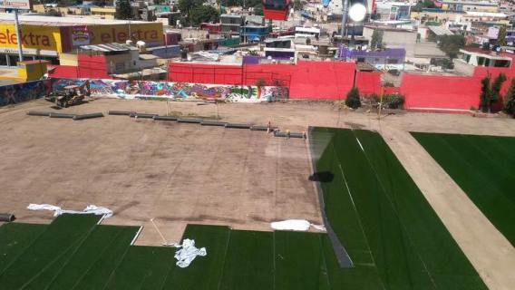 Quitan pasto sintéticos a canchas de Ecatepec después de la inauguración del mexicable
