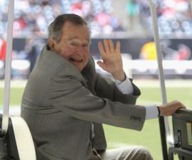 Los Bush le votarían por Hillary Clinton