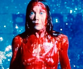 Carrie cubierta de sangre