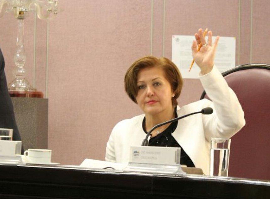 Eva Cadena, acusada de recibir medio millón de pesos para AMLO
