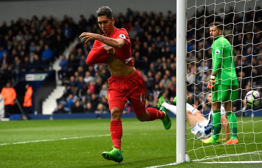 Firmino mantiene al Liverpool tercero