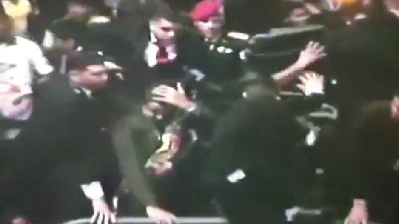 Nicolás Maduro es abucheado